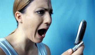 Приставы снова снимают средства должников с лицевых счетов их мобильных